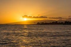 Coucher du soleil dans Waikiki, Hawaï Photographie stock libre de droits