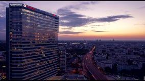 Coucher du soleil de bâtiment d'entreprise au timelapse de nuit clips vidéos