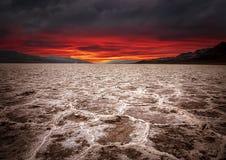 Coucher du soleil de Badwater, parc national de Death Valley, la Californie photo stock