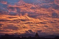 Coucher du soleil de Bagan Photographie stock libre de droits