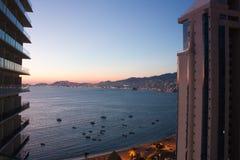 Coucher du soleil de baie d'Acapulco image stock