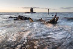 Coucher du soleil de baie de Saltwick Photo stock