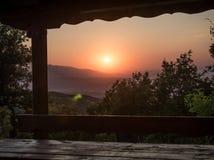 Coucher du soleil de banc de pique-nique Image stock