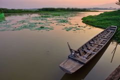 Coucher du soleil de bateau Photographie stock