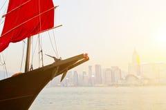 Coucher du soleil de bateau d'ordure en Hong Kong Photographie stock libre de droits