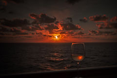 Coucher du soleil de bateau de croisière Images libres de droits