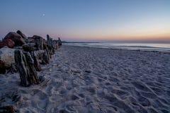 Coucher du soleil de bord de la mer dans Sventoji Image libre de droits