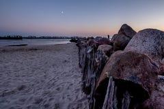 Coucher du soleil de bord de la mer dans Sventoji Photos stock
