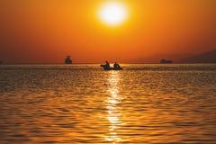 Coucher du soleil de Buatiful en mer photographie stock libre de droits