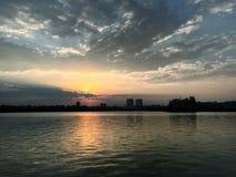 Coucher du soleil de Bucarest Photographie stock