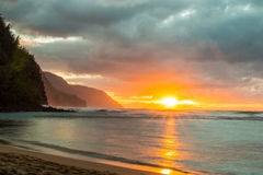 Coucher du soleil de côte de Na Pali Photos stock