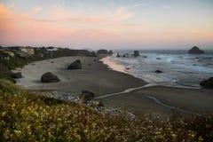 Coucher du soleil de Côte Pacifique Photographie stock libre de droits