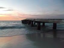 Coucher du soleil de camineriw de dock sur le dock photographie stock