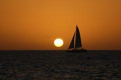 Coucher du soleil de catamaran Photographie stock