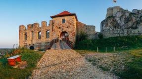 Coucher du soleil de château de Rabsztyn en Pologne Photographie stock libre de droits
