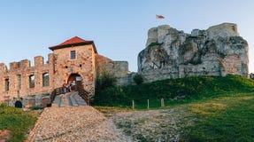 Coucher du soleil de château de Rabsztyn en Pologne Image libre de droits