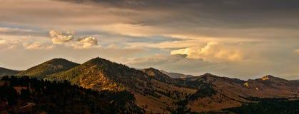 Coucher du soleil de chaîne de montagne de Boulder le Colorado Images stock