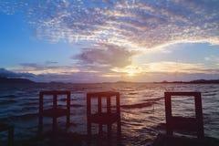 Coucher du soleil de ciel sur la plage Image libre de droits