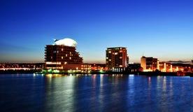 Coucher du soleil de compartiment de Cardiff Photographie stock