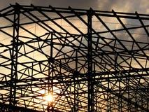 Coucher du soleil de construction Photographie stock libre de droits