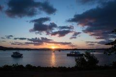 Coucher du soleil de Cooktown au-dessus de la rivière d'effort images libres de droits