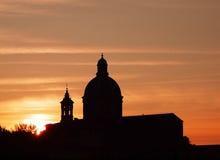Coucher du soleil de dôme d'église images libres de droits