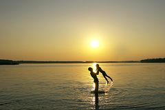 Coucher du soleil de famille Images stock