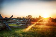Coucher du soleil de Fente-rail images stock