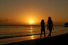 coucher du soleil de filles Images libres de droits