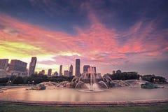 Coucher du soleil de fontaine de Chicgao Buckingham, Chicago, Etats-Unis Photographie stock