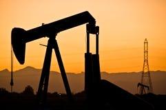 Coucher du soleil de gisement de pétrole Image stock