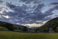 Coucher du soleil de granges de Muker Images stock