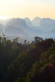 Coucher du soleil de jungle de montagne Photographie stock
