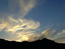 Coucher du soleil de l'Arizona avec des montagnes Photographie stock