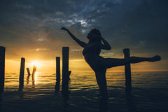 Coucher du soleil de l'eau de danseur Image stock