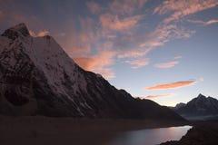 Coucher du soleil de l'Himalaya image stock