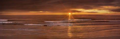 Coucher du soleil de l'océan pacifique Image libre de droits