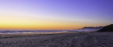 Coucher du soleil de l'Orégon de plage de Rockaway Photos stock
