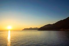 Coucher du soleil de la côte de l'Italie Photo stock