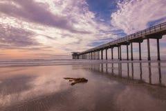 Coucher du soleil de la Californie par la plage images libres de droits