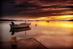 Coucher du soleil de la Dalmatie dans la baie Images libres de droits