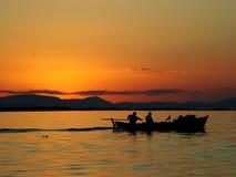 Coucher du soleil de la pêche images libres de droits