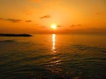 Coucher du soleil de la plage des Maldives Photographie stock