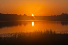 Coucher du soleil de lac Images stock