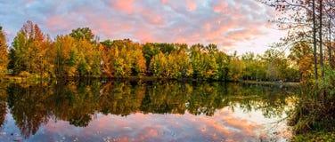 Coucher du soleil de lac holiday Photographie stock