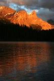Coucher du soleil de lac Maligne Photo stock