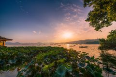 coucher du soleil de lac occidental Photo stock