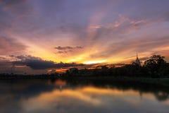 Coucher du soleil de Lakeside Image libre de droits