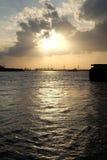 Coucher du soleil de Lanscape chez la rivière/Thaïlande de chaophaya Image stock