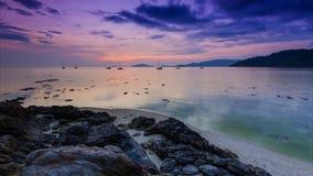 Coucher du soleil de laps de temps sur la mer de l'île de lipe de KOH, thail banque de vidéos